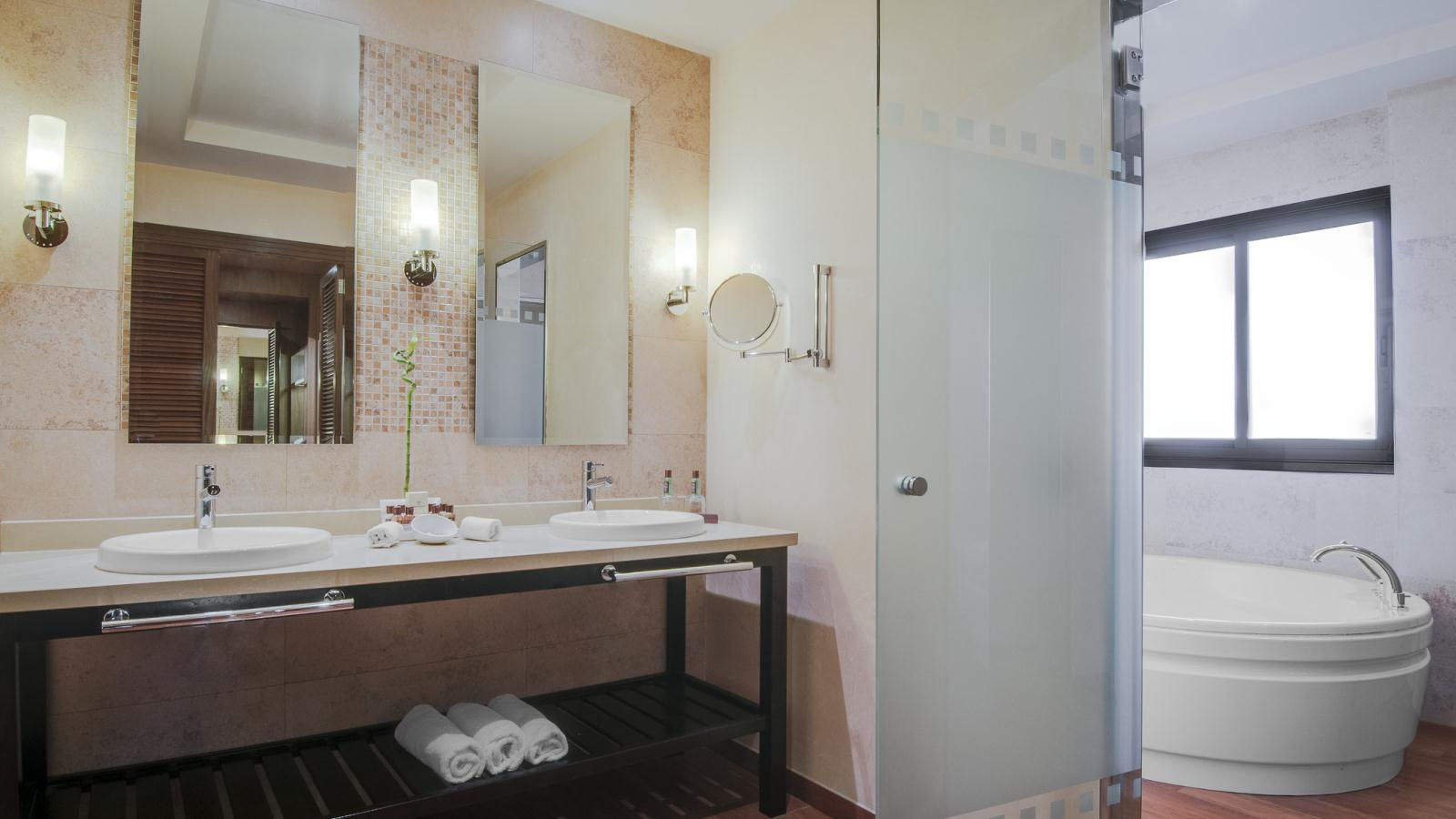 JUNIOR SUITE PREMIUM BATHROOM